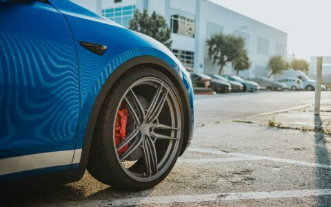 Deep Blue Metallic Tesla Model Y - UP-04 Wheels