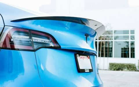 High-efficiency carbon fiber trunk spoiler for Tesla Model Y