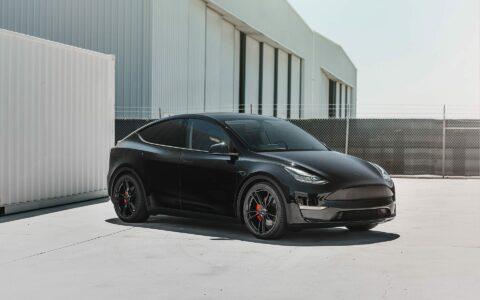 Midnight Black Tesla Model Y - UP-02 Wheels
